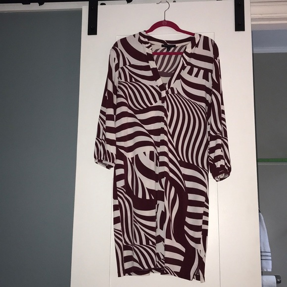 Banana Republic Dresses & Skirts - Printed dress maroon and off white